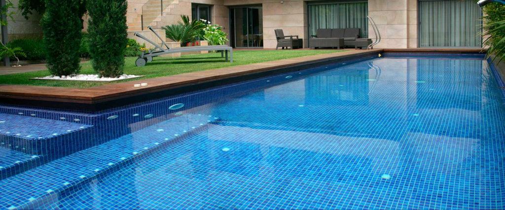 La cloración y el PH del agua de las piscinas desactivan el coronavirus